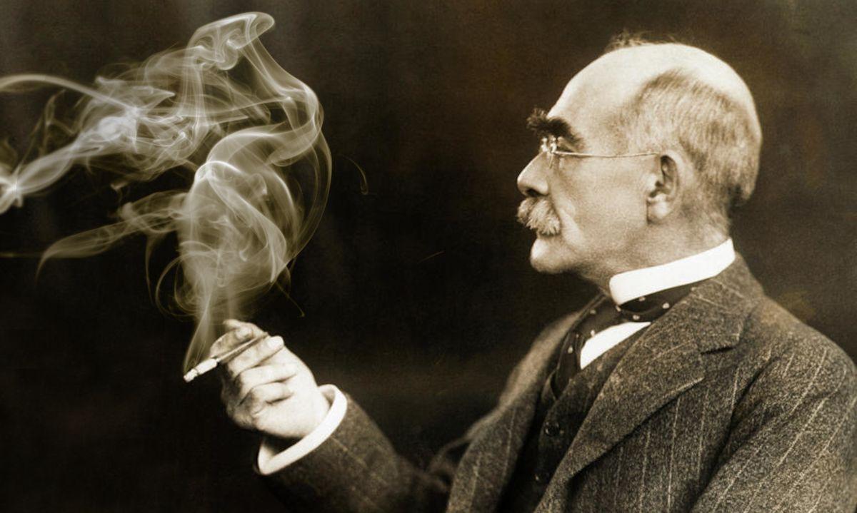 Rudyard Kipling fumant